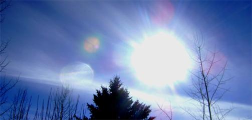 UFO Over Brazil … Strange Orbs Divide in two Sunburst