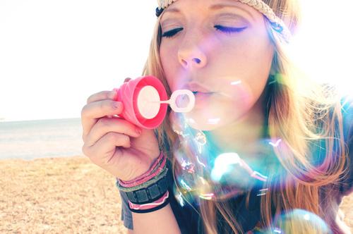 blow-bubbles-fashion-girl-photography-Favim.com-56697