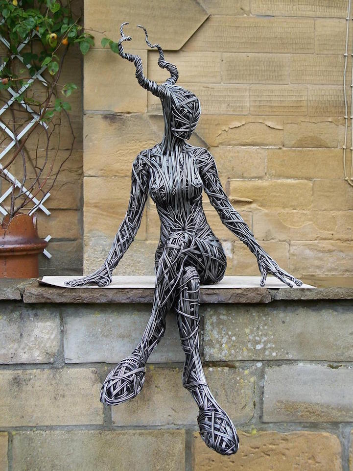 https://outofthisworldx.files.wordpress.com/2016/09/wire-sculptures4.jpg