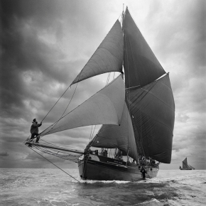 old_sail_boat_in_black_and_white