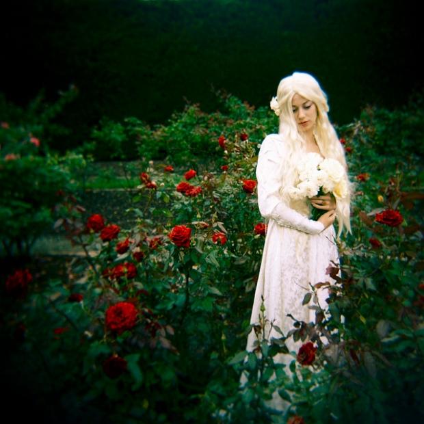 snow-whiteandrose-redbykatietarpey9