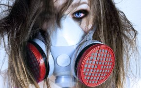 gas_mask_girl_by_aduuro-d3a41b5