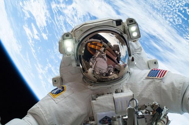 2-space-selfie-ahmedalkiremli-com_