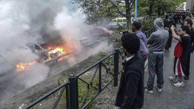 13260633-sweden-riots-social