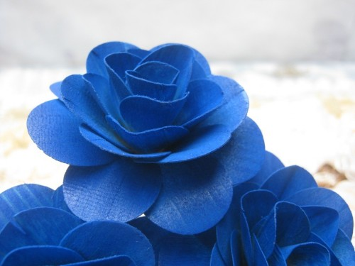 sapphire_blue_wooden_roses_f620c151