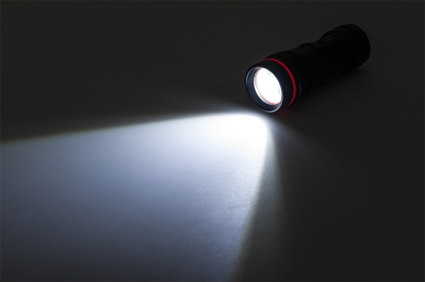 how-does-a-flashlight-produce-light-1