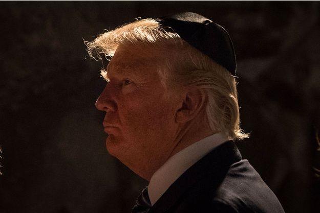 l-affligeante-dedicace-de-donald-trump-au-musee-de-l-holocauste