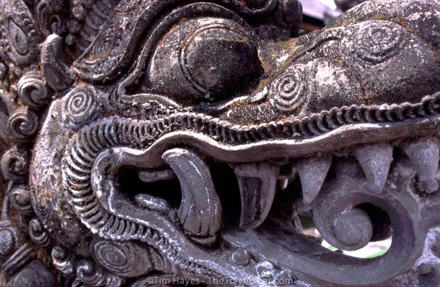 ins305_bali_temple_carving_2