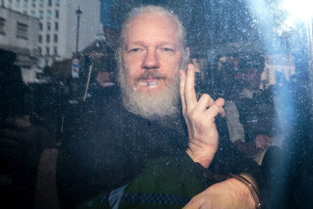 julian-assange-gettyimages-1136256458-1555084946