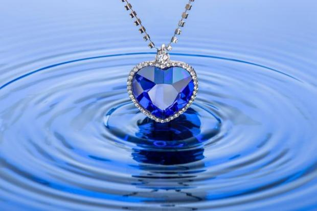 210293-675x450-sapphirenecklace