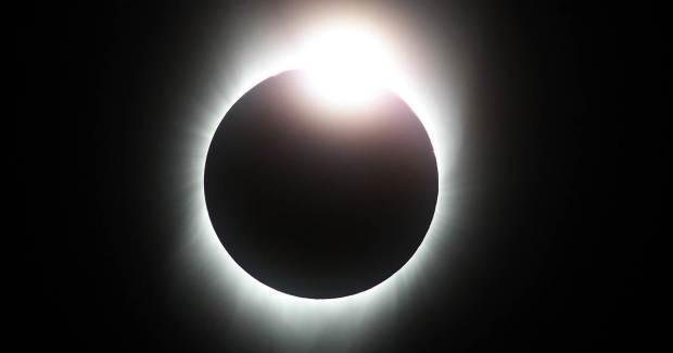 181102-solar-eclipse-mc-14182_ac14b26e4b423f97ffc05793686651c1.nbcnews-fp-1200-630